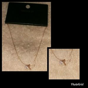 nwt simple necklace